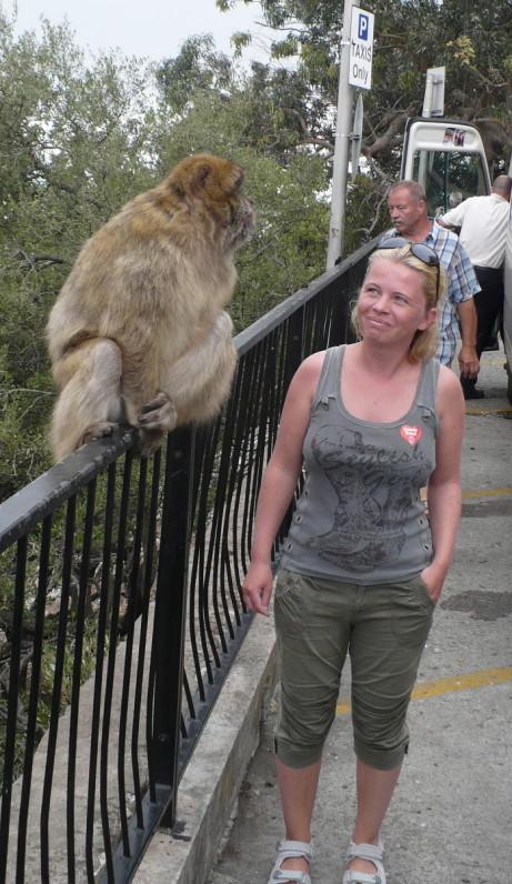s opicí